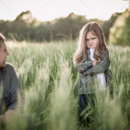 stock-photo-field-sunset-mother-attitude-daughter-youngster-motherhood-little-girl-mother-daughter-4d8a5d92-22f0-4e05-b458-478db738bdaa