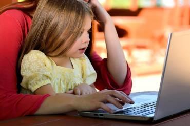 Οι απορίες του παιδιού για τη γέννηση και η επιρροή της τηλεόρασης