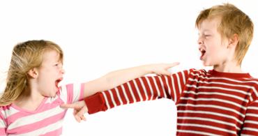 Τι να κάνετε όταν το παιδί σας χτυπάει και σπρώχνει τους συνομηλίκους του;
