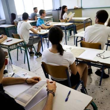 """Πώς πρέπει να αντιμετωπίσουν οι γονείς την πιθανή """"αποτυχία"""" των παιδιών τους στις Πανελλήνιες εξετάσεις;"""